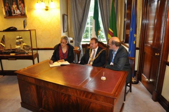 Alyssa Hinton Lord Mayor of Cork signing